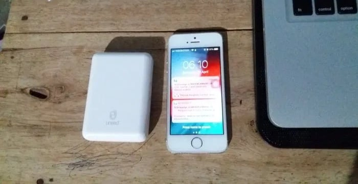 iPhone 5s & Powerbank UNEED